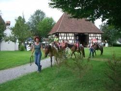 Spannende Spiele und natürlich Ponyreiten gibt es beim Großen Kinderfest im Museumsdorf Kürnbach zu erleben