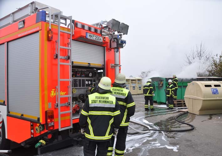 2012-03-20 papiercontainer-brand feuerwehr-memmingen new-facts