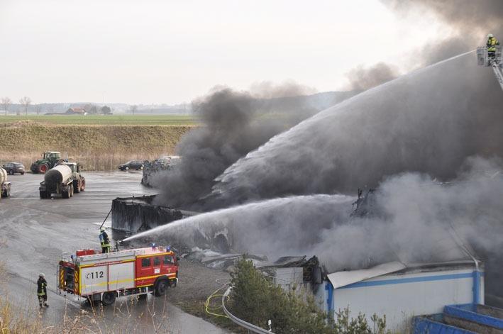 new-facts.eu 2012-03-29 Pforzen Ostallgaeu Brand Feuer Recycling-Betrieb Feuerwehr Einsatz Gorßbrand 0286