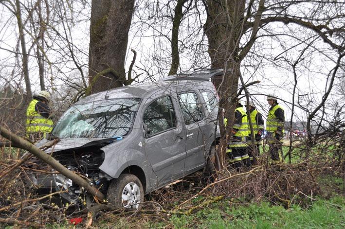 06-04-2012 bab a96 verkehrsunfall tuerkheim feuerwehr new-facts-eu 001