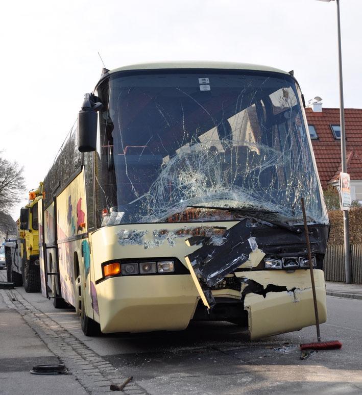 17-04-2012 busunfall mindelheim rettungsdienst 002
