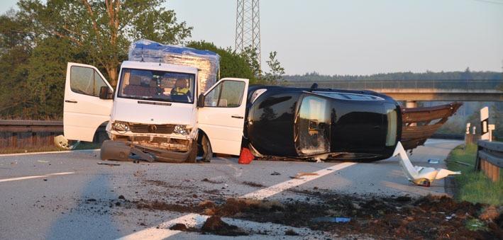 14-05-2012 bab-a96 stetten pkw-transporter verkehrsunfall new-facts-eu