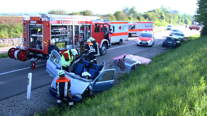 14-05-2012 verkehrsunfall bad-groenenbach feuerwehr-groenenbach new-facts-eu