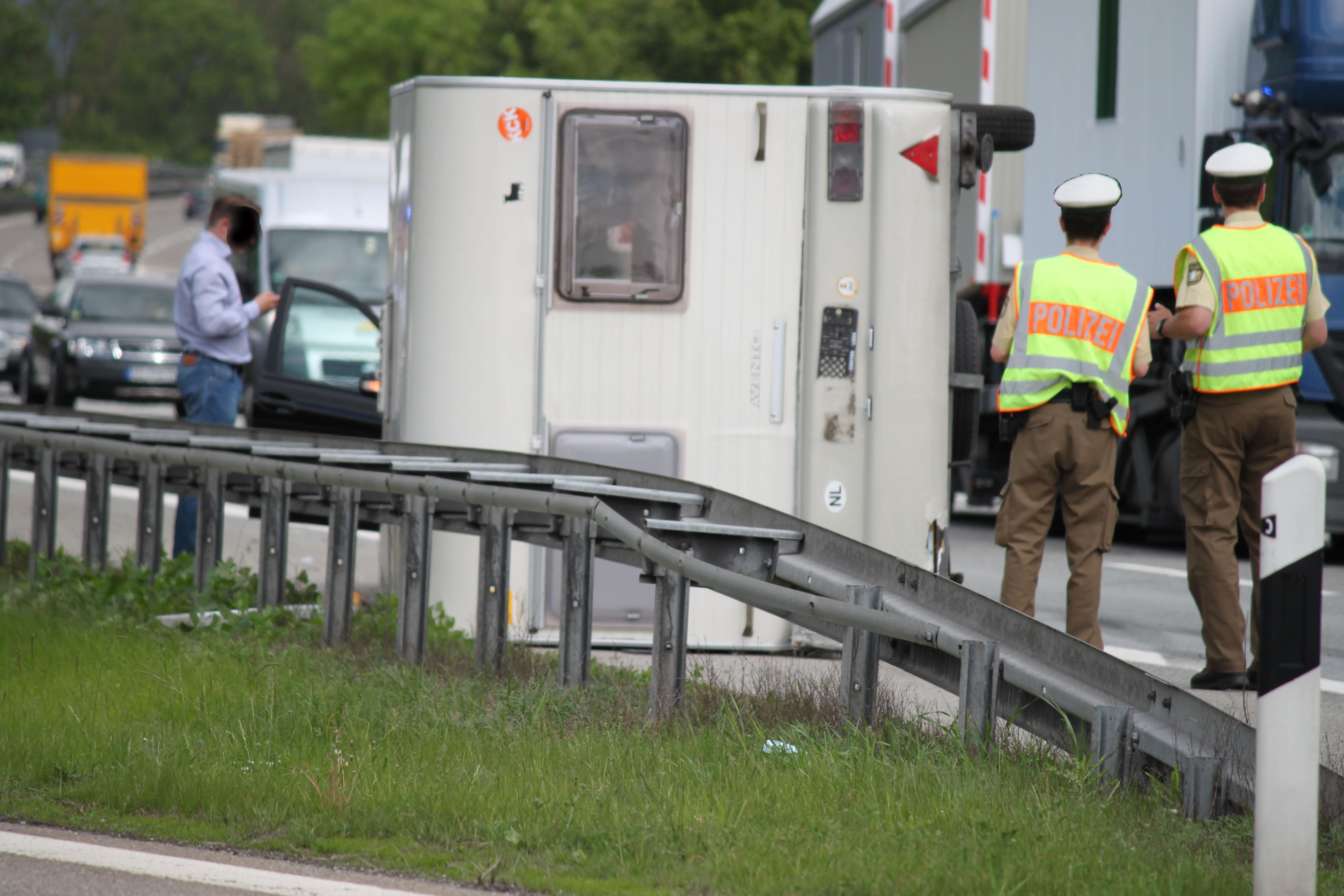 22-05-2012 A7 Memmingen Wohnwagengespann verkehrsunfall new-facts-eu