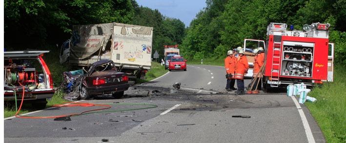 05-06-2012 verkehrsunfall toedlich B312-uttenweiler zwiebler new-facts-eu
