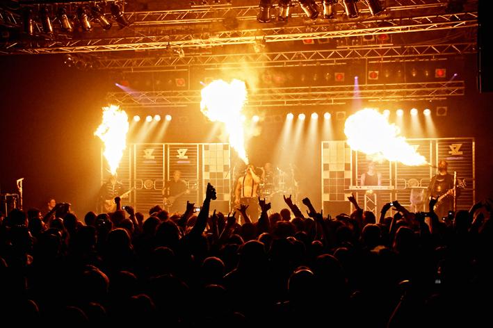 Stahlzeit Feuermasken pressefoto new-facts-eu