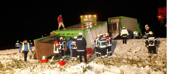 02-11-2012 bermaringen schweinetransporter zwiebler new-facts-eu