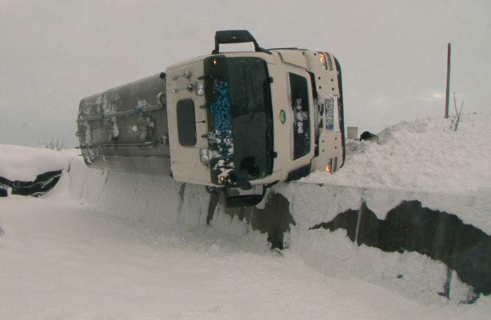 03-12-2012 b32 opfenbach milchtankwagen raedler kutter new-facts-eu