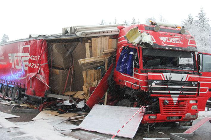 11-12-2012 bab-a96 weissensberg lkw-unfall new-facts-eu