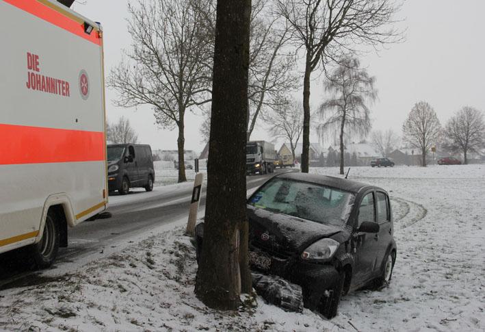 16-01-2013 verkehrsunfall schnee ungerhausen bahnübergang new-facts-eu20130116 0003 titel
