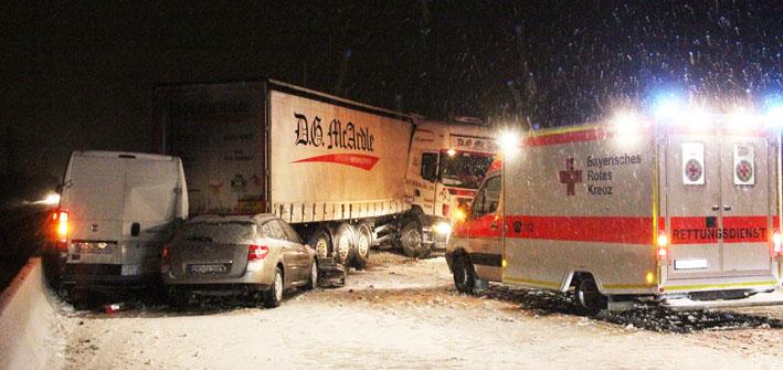 16-01-2013 verkehrsunfall bab-a96 memmingen-ost sattelzug schneeglaette verletzte new-facts-eu20130116 0053 titel