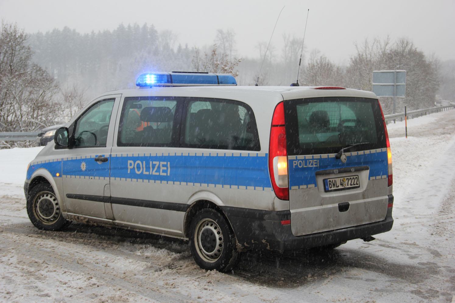 17-01-2013 B312 berkheim schneeglätte sattelzug new-facts-eu20130117 0167
