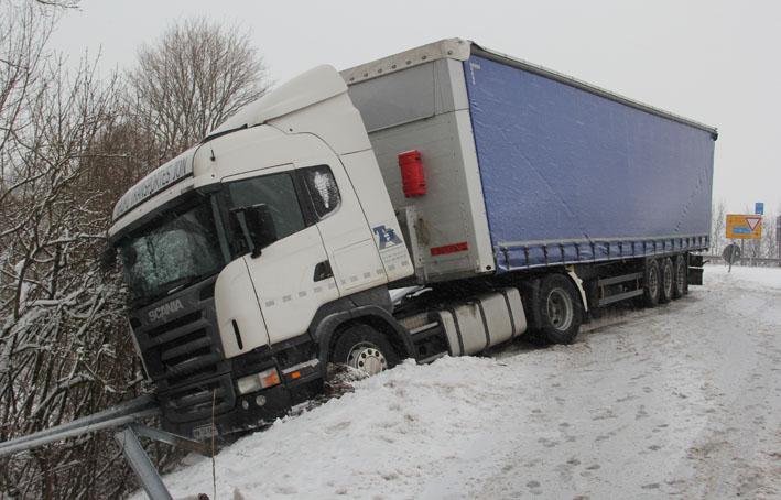 17-01-2013 B312 berkheim schneeglätte sattelzug new-facts-eu20130117 0166 titel