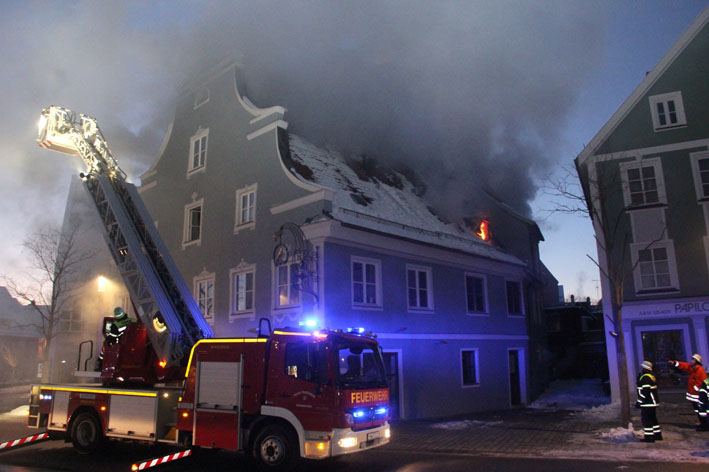 23-01-2013 Brand wohn-undgeschaeftshaus memmingen new-facts-eu20130123 1246 titel