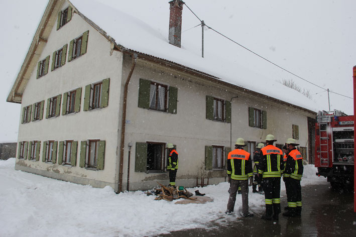 09-02-2013 greiters zimmerbrand feuerwehr-legau new-facts-eu20130209 titel