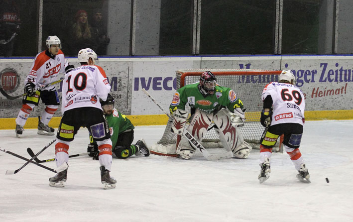 08-02-2013 eishockey 2-bundesliga ehc-memmingen-indians hoechstaedter-ev fuchs new-facts-eu20130208 titel