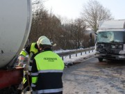 25-02-2013 lkw-unfall b12 jengen feuerwehr-jengen pöppel new-facts-eu20130225 titel
