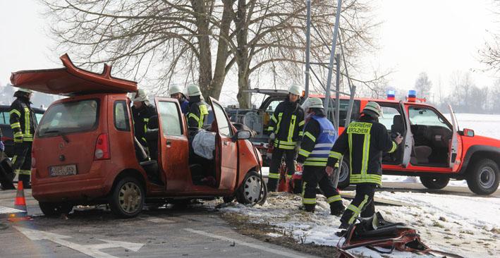 25-02-2013 verkehrsunfall sinningen-balzheim feuerwehr-erolzheim pöppel new-facts-eu20130225 titel