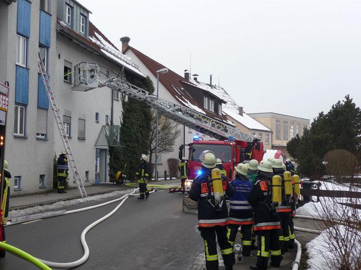 01-03-2013 bad-waldsee_brand_mehrfamilienhaus_verletzte_foto-feuerwehr-bad-waldsee_new-facts-eu20130301_0001
