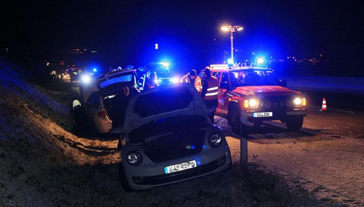 14-03-2013 bab-a8 günzburg leipheim unfall crash fuerwehr-günzburg zwiebler new-facts-eu20130314 titel