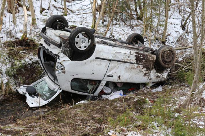 15-03-2013 b16 stötten füssen marktoberdorf unfall schwer bringezu new-facts-eu20130315 titel