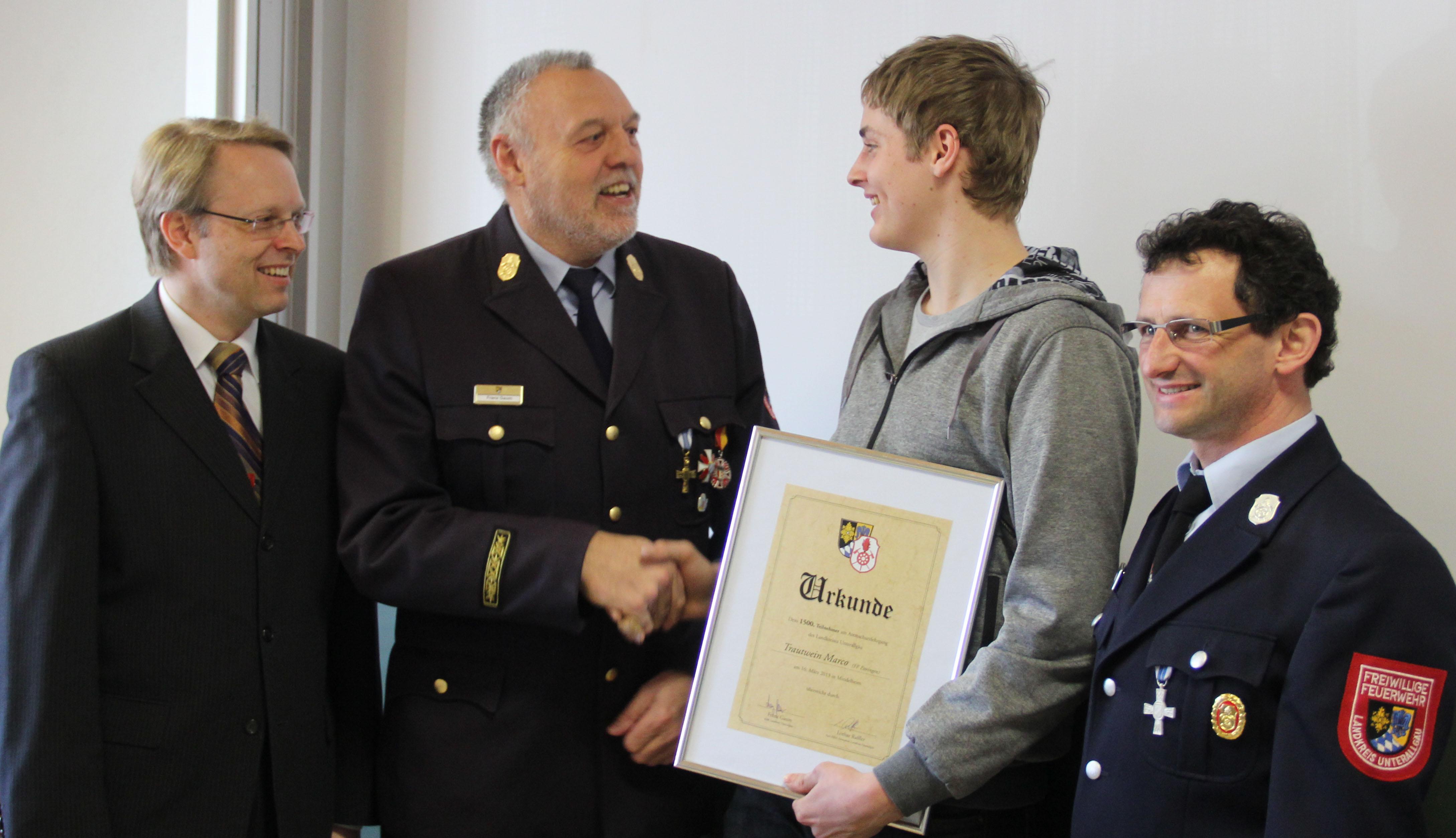 16-03-2013 kreisbrandinspektion-unterallgäu atemschutzgeräteträgerlehrgang ehrung poeppel new-facts-eu20130316 titel