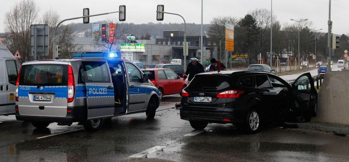 18-03-2013 ulm verkehrsunfall blaubeurer-strasse zwiebler new-facts-eu20130318 titel