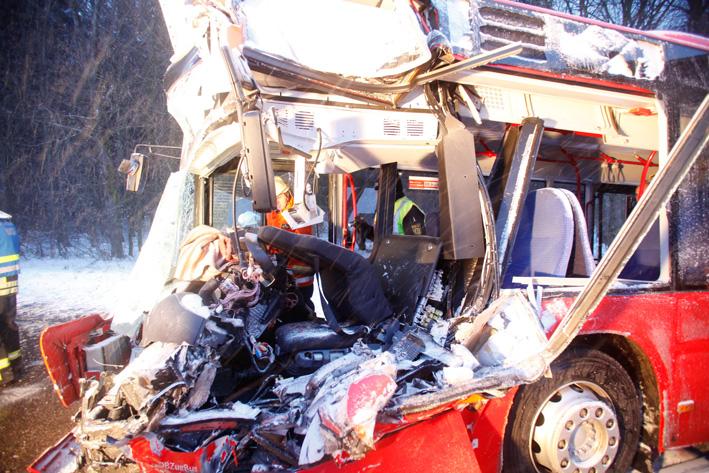 25-03-2013 bus-unfall beimerstetten westerstetten alb-donau-kreis bus-lkw-pkw verletzte zwiebler new-facts-eu20130325 titel