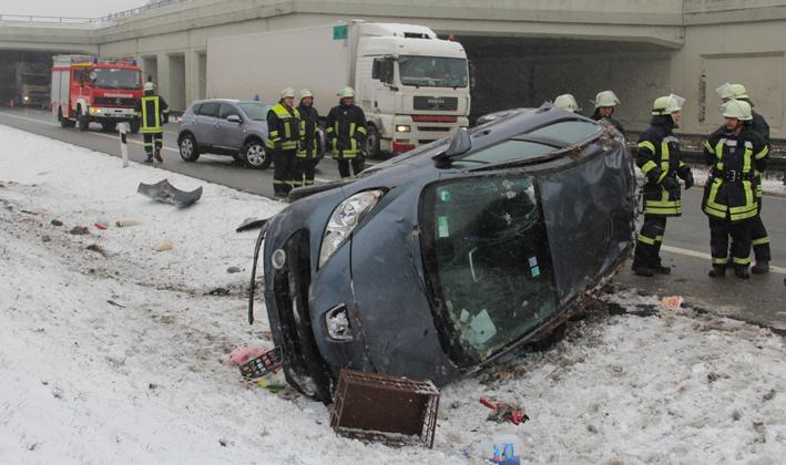 26-03-2013 bab-a96 mindelheim stetten unfall überschlag schneeglaette feuerwehr-mindelheim pöppel new-facts-eu20130326 titel