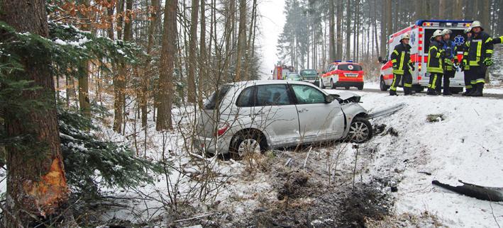26-03-2013 krumbach attenhausen unfall überschlag pkw feuerwehr-krumbach foto-wiess new-facts-eu20130326 titel