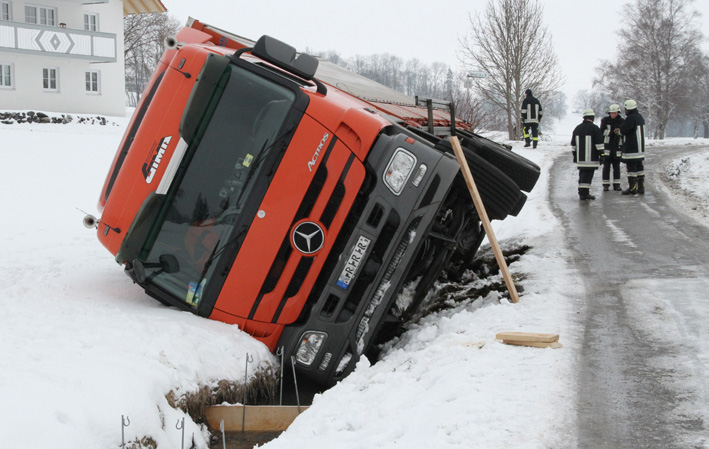 28-03-2013 kempten lkw bach diesel ölsperre feuerwehr-kempten haßelkuss new-facts-eu20130328 titel