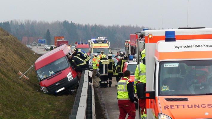 31-03-2013 bab-a8 leipheim unfall frod-transit feuerwehr-gunzburg obeser new-facts-eu20130331 titel
