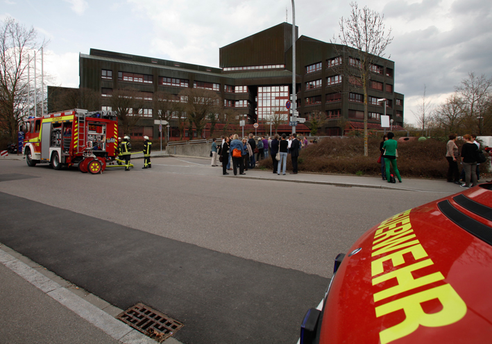 16-04-2013 neu-ulm landratsamt schwelbrand notstromversorgung-feuerwehr-neu-ulm zwiebler new-facts-eu20130416 titel
