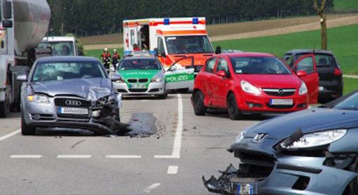 23-04-2013 balzhausen unfall feuerwehr foto-weiss new-facts-eu20130423 titel