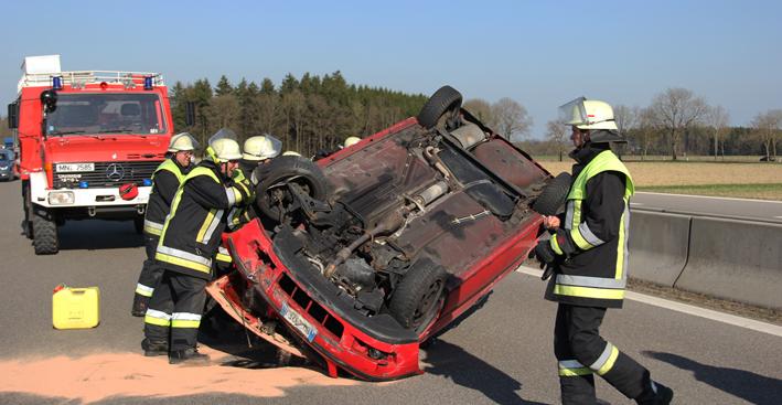 24-04-2013 bab-a96-erkheim-holzgünz unfall überschlag-pkw pöppel new-facts-eu20130424 titel
