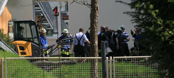 24-04-2013 biberach kindergarten kind eingeklemmt rohr feuerwehr-biberach polizei zwiebler new-facts-eu20130424 titel