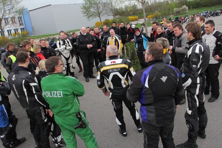 27-04-2013 memmingen motorradsternfahrt kulmbach polizei innenministerium-bayern fahrschule pöppel new-facts-eu20130427 titel