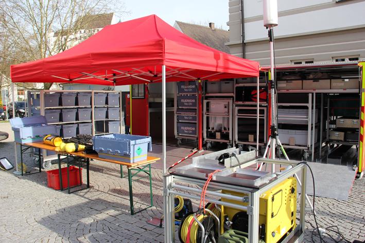 05-05-2013 feuerwehr-neu-ulm tag-der-offenen-tür abrollbehälter-atemschutz-strahlenschutz pöppel new-facts-eu