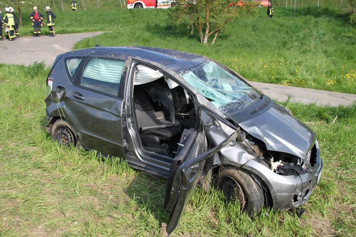 05-05-2013 biberach reute l283 unfall pkw-überschlag schwerverletzte feuerwehr-biberach christoph-17 pöppel new-facts-eu20130505 titel