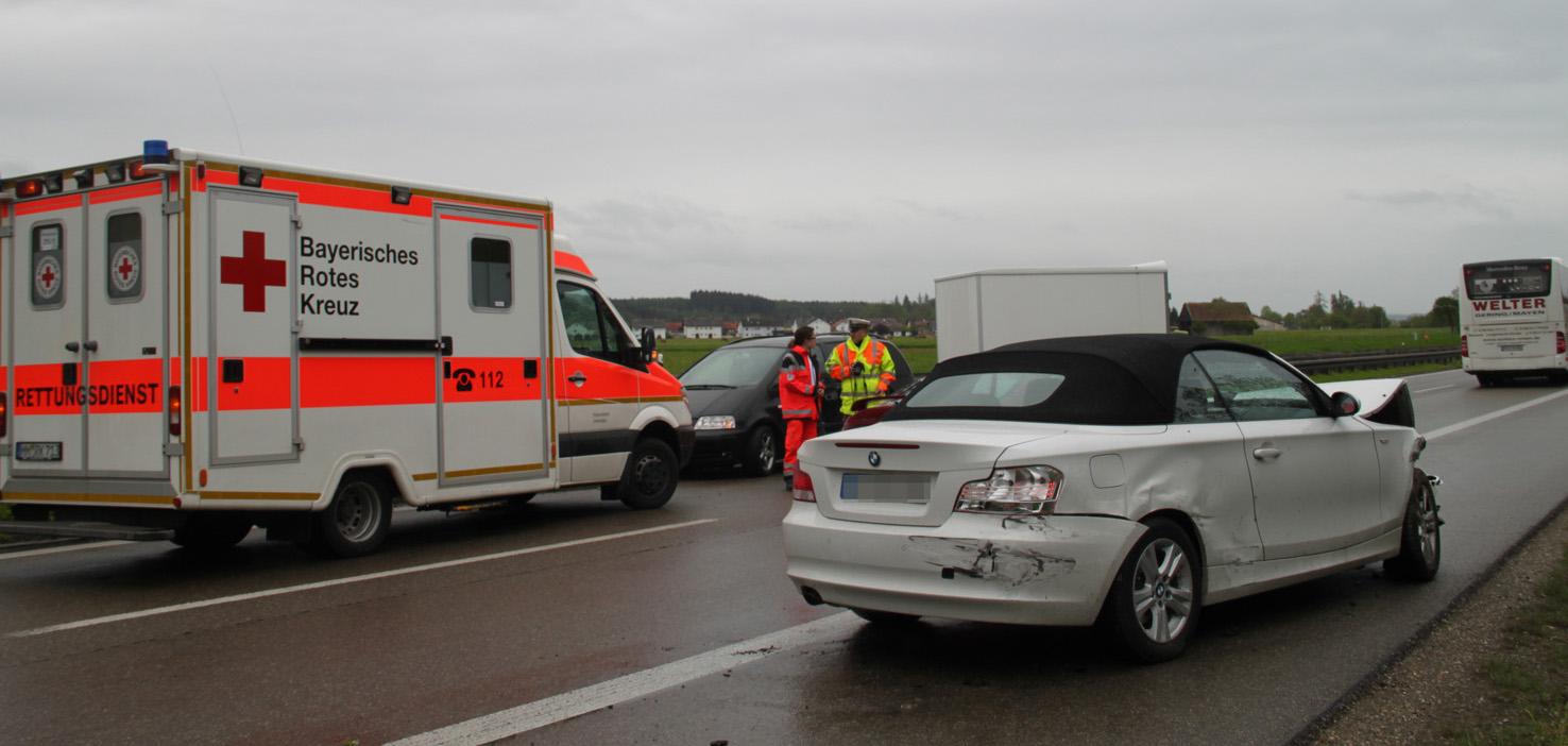 13-05-2013 bab-a96 memmingen-aitrach unfall pkw-gegen-anhänger-gespann verletzt polizei poeppel new-facts-eu20130513 titel