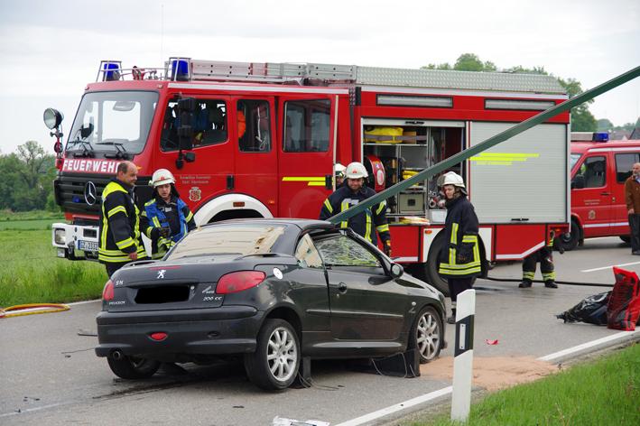 16-05-2013 b16 neuburg-kammel tödlicher-unfall feuerwehr weiss new-facts-eu20130516 titel
