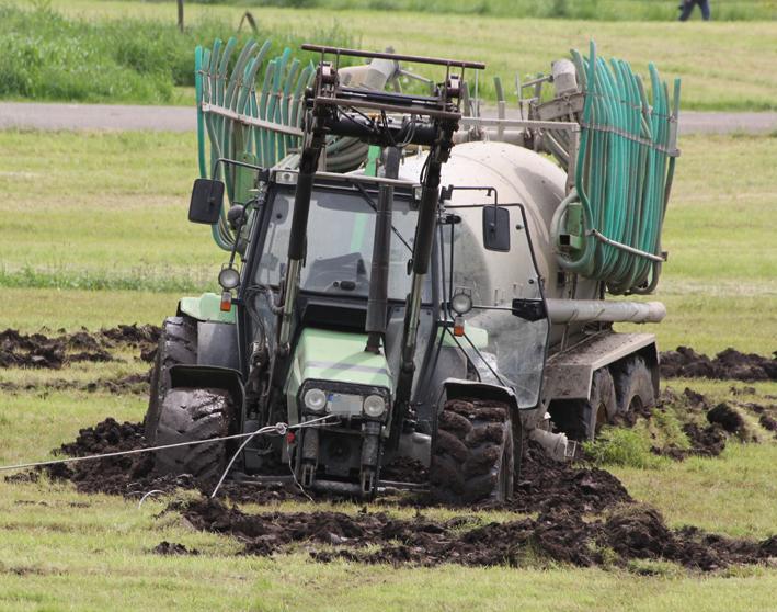 23-05-2013 memmingen eisenburg bleiche traktor eingegraben poeppel new-facts-eu20130523 titel