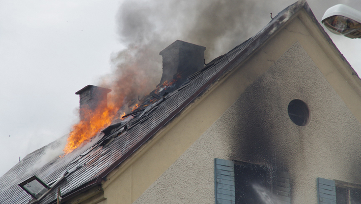 27-05-2013 günzburg krumbach brand feuer stadtmitte wohnhaus verletzte feeurwehr-krumbach fotoweiss new-facts-eu20130527 titel