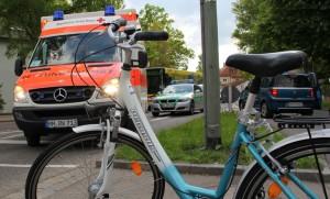 28-05-2013 memmingen fahrradunfall pkw lindenbadstrasse verletzte rettungsdienst notarzt poeppel new-facts-eu20130529 titel