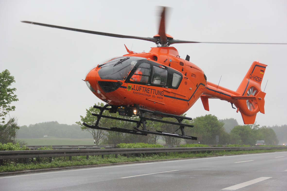 01-06-2013 bab-a7 unfall mmotorrad schwerverletzt rettungsdienst christoph-17 poeppel new-facts-eu20130601 0022