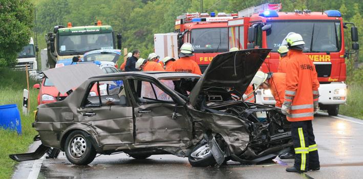 31-05-2013 amstetten unfall schwerverletzte feuerwehr rettungsdienst zwiebler new-facts-eu20130531 titel