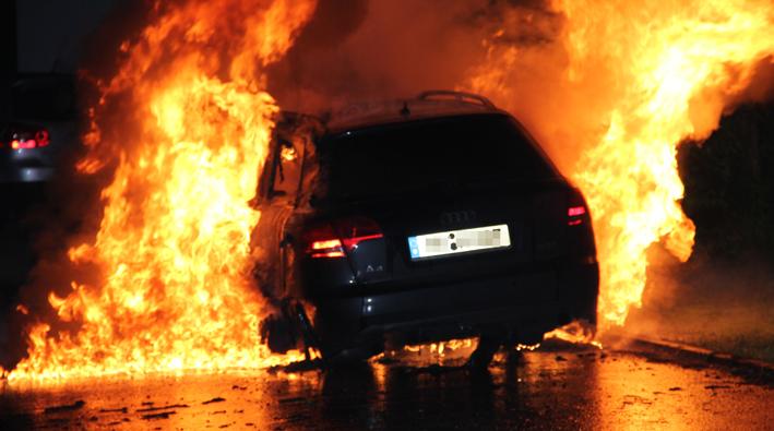 02-06-2013 memmingen brandserie pkw wohnwagen feuer brandstiftung polizei feuerwehr-memmingen poeppel new-facts-eu20130602 titel