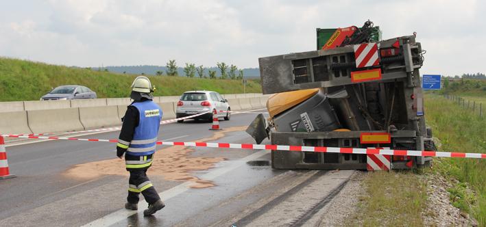 11-06-2013 bab-a96 holzgunz memmingen lkw-unfall gefahrgut feuerwehr-memmingen poeppel new-facts-eu20130611 titel