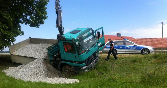 11-06-2013 friesenhofen urlau lkw-unfall poeppel new-facts-eu