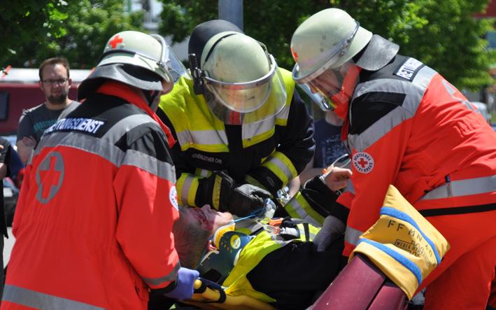 15-06-2013 unterallgau mindelheim blaulichttag allgau-center groll new-facts-eu20130615 titel